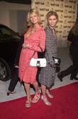 Paris und Nikki Hilton — Stockfoto