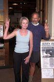 Jerry rubin y michelle phillips — Foto de Stock