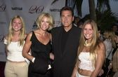 Chuck Woolery and family — Stock Photo