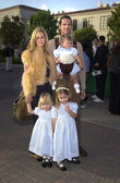 Lorenzo Lamas, wife Shauna Sand and daughters — Stock Photo