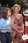 Melanie Griffith and Tracy Griffith — Stockfoto