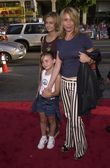 Rosanna Arquette with daughter Zoe and friend C.J. — Stock Photo
