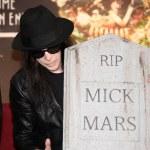 ������, ������: Mick Mars