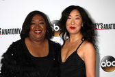 Shonda Rhimes and Betsy Beers — Stock Photo