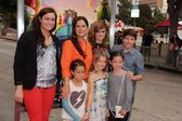 Marcia Gay Harden and daughters with Ryan Lee — Stock Photo