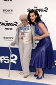 Katy Perry and grandmother — Stock Photo