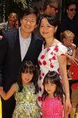 Ken Jeong and family — Stock Photo