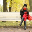 Young attractive girl in autumn park — ストック写真