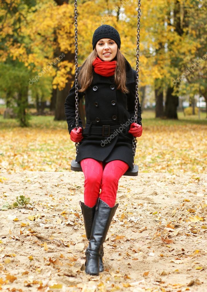 Young attractive girl in autumn park — Stock Photo #14930877