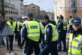 Police near Bronze Soldier in Tallinn Estonia 26.04.07 — Stock Photo