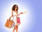 Mulher atraente fazendo compras — Fotografia Stock