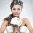 Young attractive bride with the bouquet of white roses - Foto Stock