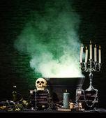 Cadılar bayramı natürmort arka plan farklı öğeleri bir sürü — Stok fotoğraf