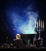 хэллоуин-натюрморт фон с большим количеством различных элементов — Стоковое фото