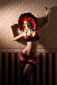 σέξι γυναίκα στον ωραίο εσώρουχα σε ενετικό μάσκα — Φωτογραφία Αρχείου