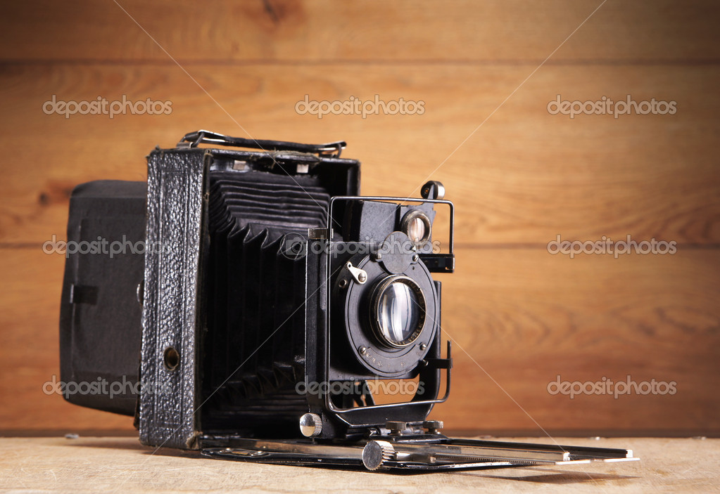 Ancient photo camera  — Stock Photo #15517669