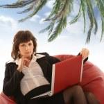 atractiva mujer de negocios con el cuaderno aislado en blanco — Foto de Stock
