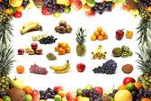 Ramki żywienia i owoce wewnątrz biały na białym tle na — Zdjęcie stockowe