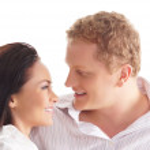 joven pareja feliz sobre fondo blanco — Foto de Stock   #15758625