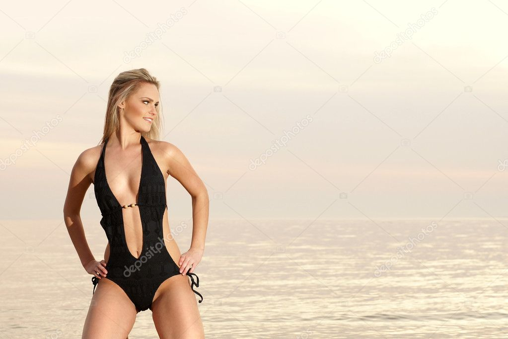 Sexy lady on the beach              — Stock Photo #15826907