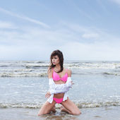 Youyng sexy brunette in swimsuit on the beach — Stock Photo