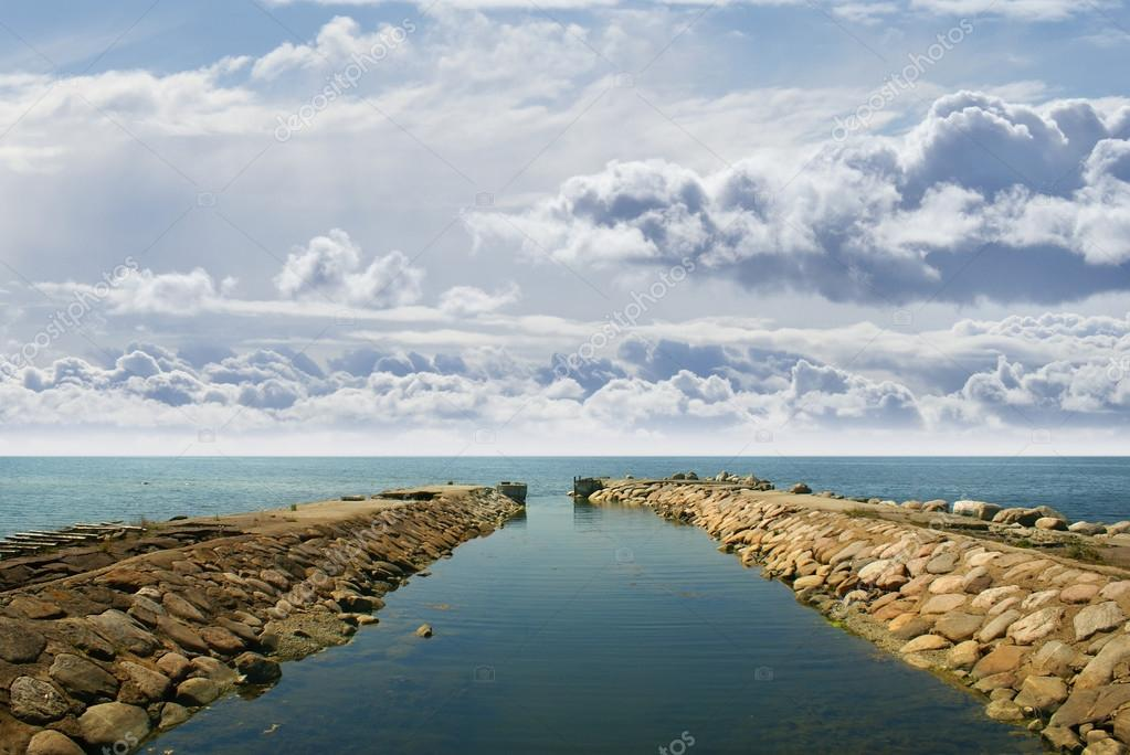 Ancient harbor over horizon background — Stock Photo #15887231