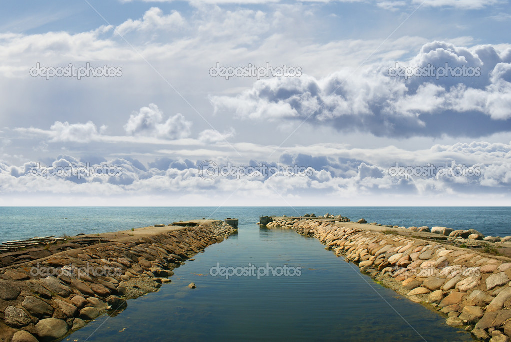 Ancient harbor over horizon background — Stockfoto #15887231