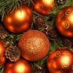 fundo de Natal com as bolas e flocos de neve — Foto Stock