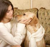 Mujer con el perro — Foto de Stock