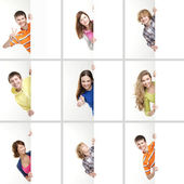 Conjunto de los adolescentes con un cartel gigante, blanco, blanco — Foto de Stock