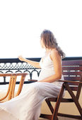 Young attractive pregnant woman chilling at the turist resort — Stock Photo