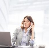 Mujer de negocios en la oficina — Foto de Stock