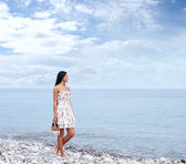 Young beautiful woman near the sea — Stock Photo