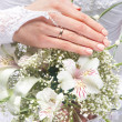 Fresh and beautiful wedding bouquet in bride's hands — Stock Photo