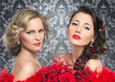 Young, beautiful and emotional cabaret artists over vintage back — Stock Photo