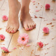Spa compositions of sexy female legs and plenty of different petals  and flowers — Foto Stock