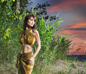 Attractive savage woman is posing in the jungle — Stock Photo