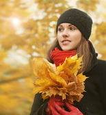 Young and beautiful girl walking in bright and colorful autumn park — Stock Photo