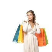 Молодая привлекательная девушка с сумки, изолированные на белом фоне — Стоковое фото