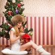 Beautiful teenager girl and the Christmas tree — Stockfoto