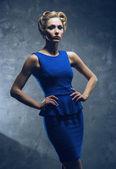 ファッションのドレスを着た女性 — ストック写真