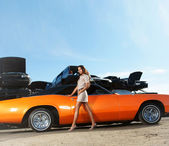Girl and classic American cars — Stock Photo