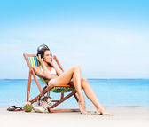 Beautiful woman relaxing on the beach — Stock Photo