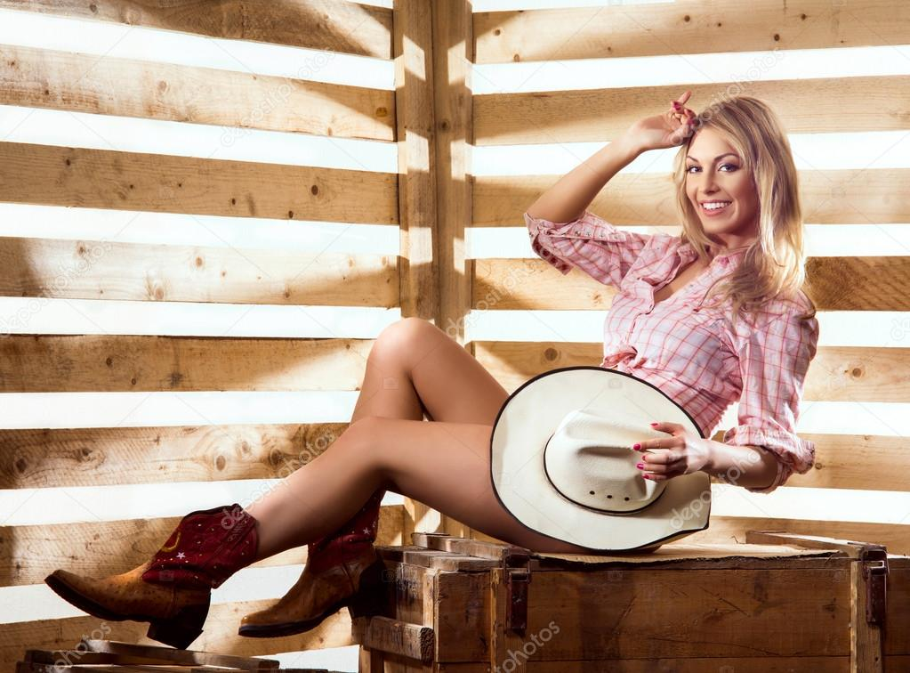 Sexy naked cowgirl in western style — Stock Photo