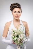 Joven y hermosa novia — Foto de Stock