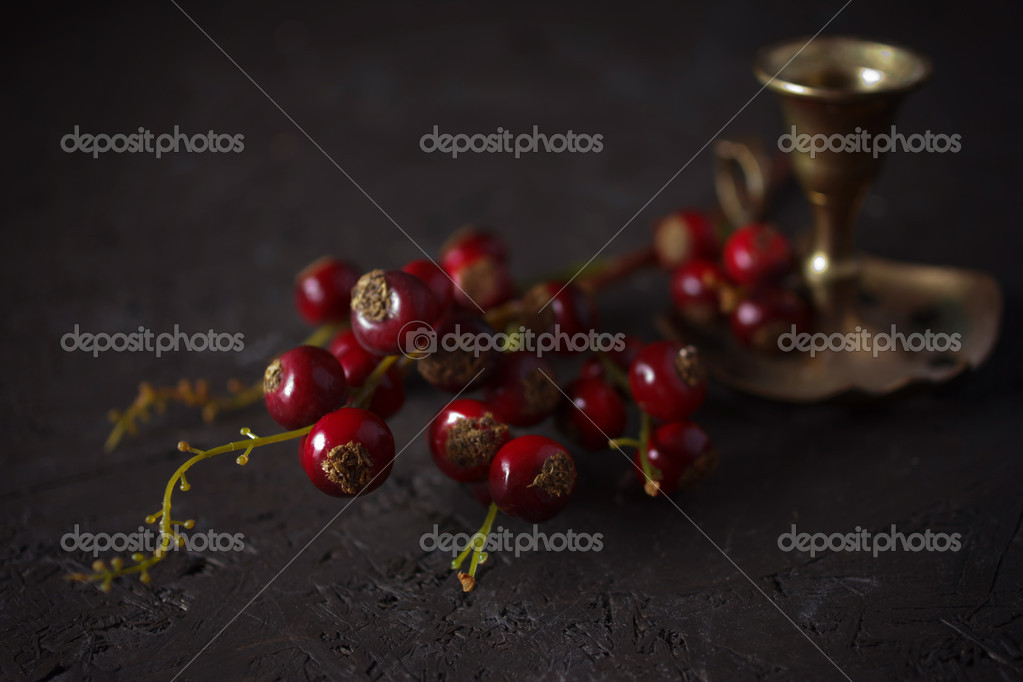 Decoración de la Navidad con un candelabro de bronce vintage ...