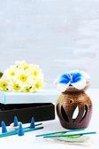 Aroma con flor vela e incienso — Foto de Stock