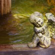 Foto Stock: Cherub next to fountain