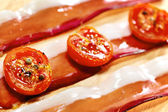 Dried cherry tomatoes with bacon. Selective focus. Close up view — Stock Photo