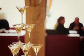 Celebration. Pyramid of champagne glasses. — Stockfoto